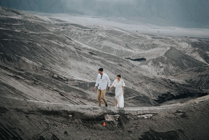 The Prewedding of Andrey and Sisca - Bromo by Lighthouse Photography - 019