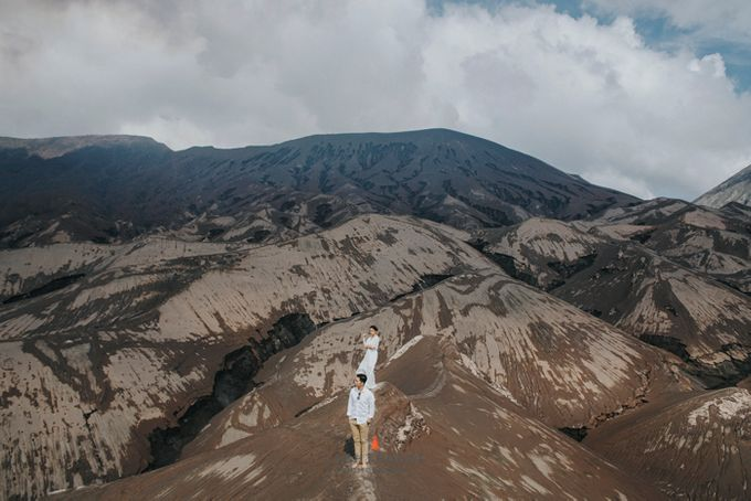 The Prewedding of Andrey and Sisca - Bromo by Lighthouse Photography - 020