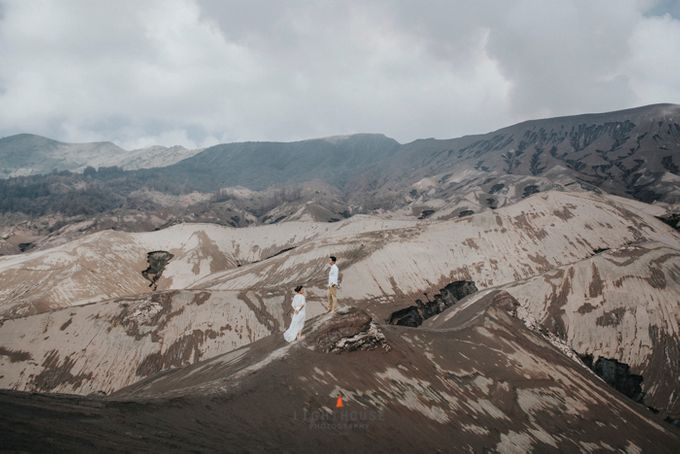 The Prewedding of Andrey and Sisca - Bromo by Lighthouse Photography - 023