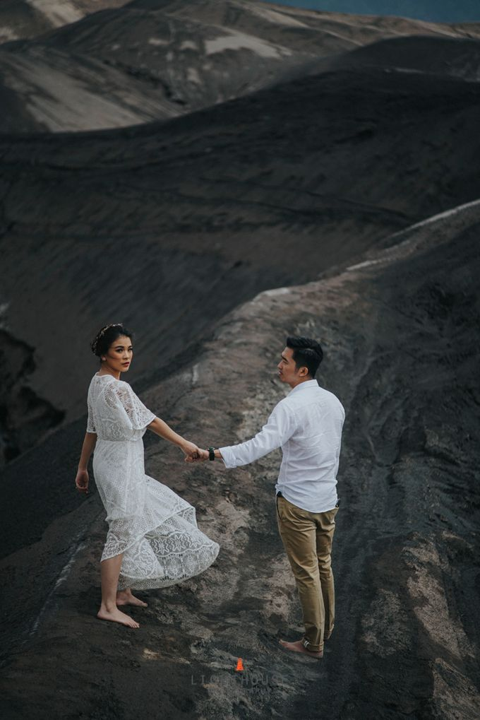 The Prewedding of Andrey and Sisca - Bromo by Lighthouse Photography - 025