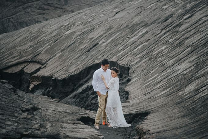 The Prewedding of Andrey and Sisca - Bromo by Lighthouse Photography - 027