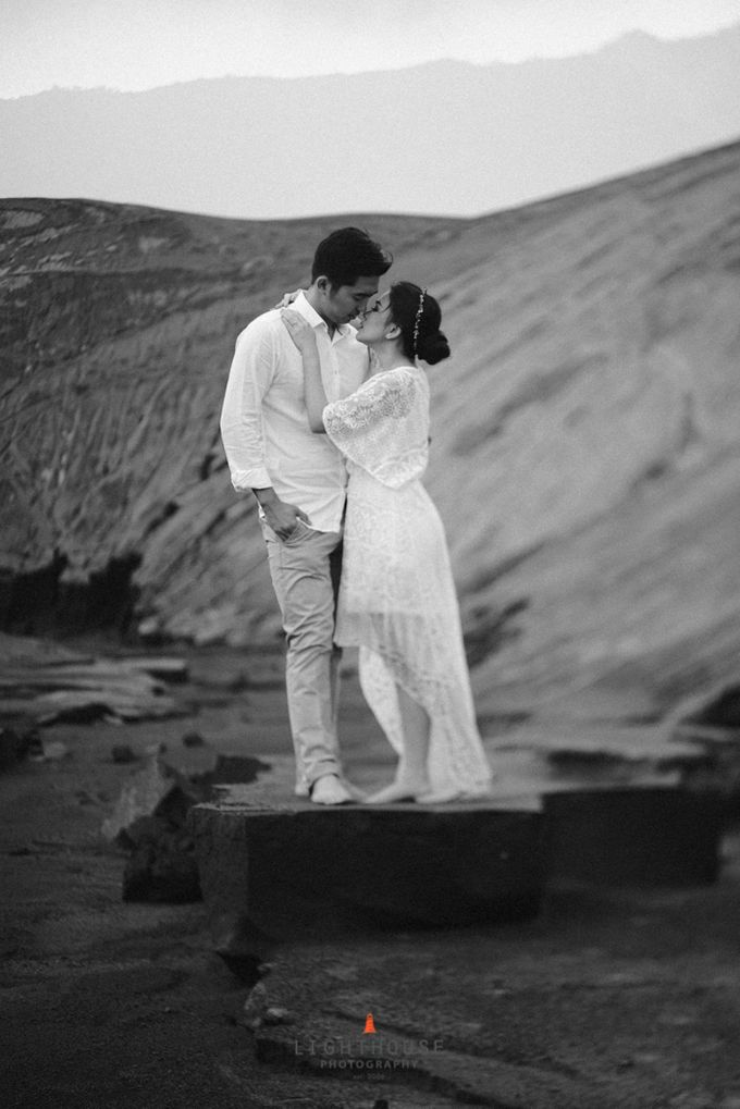 The Prewedding of Andrey and Sisca - Bromo by Lighthouse Photography - 030