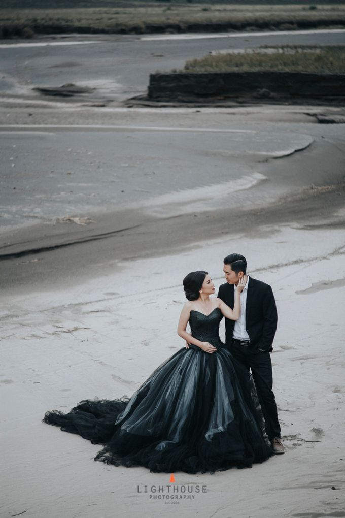 The Prewedding of Andrey and Sisca - Bromo by Lighthouse Photography - 037