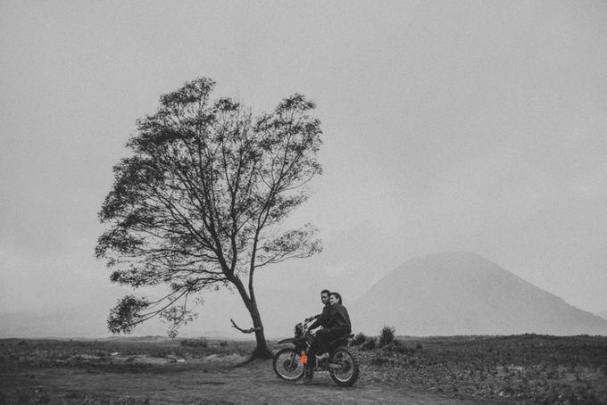 The Prewedding of Andrey and Sisca - Bromo by Lighthouse Photography - 042