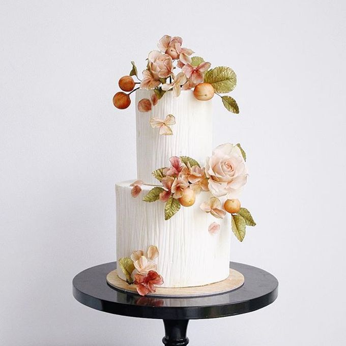 Tiered and Wedding Cakes 2019 by Nana Cake Boutique - 002
