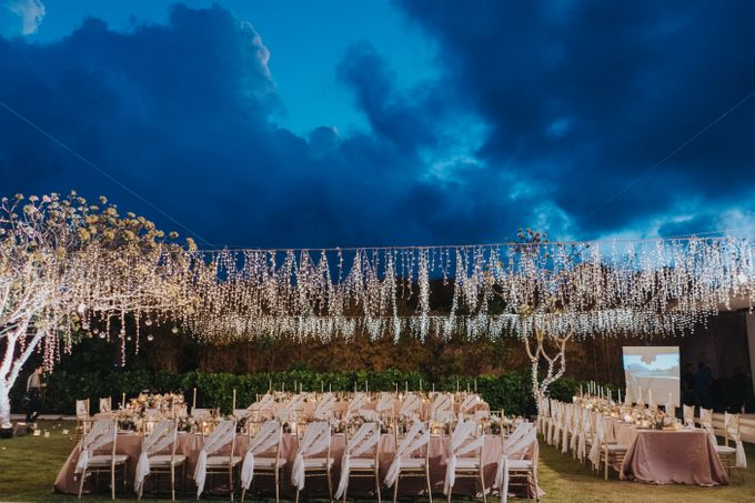 Romantic Modern Wedding at Alila Uluwatu Bali by Silverdust Decoration - 037