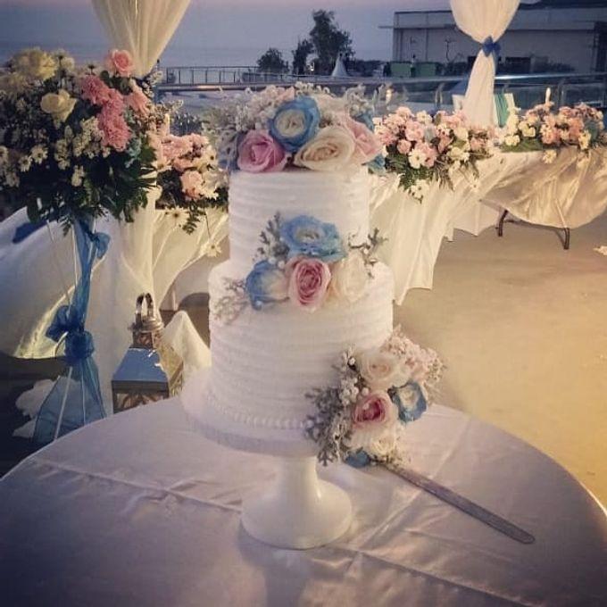 The Wedding Cake Of Lyta & Angga by Florenca Bali Florist - 001