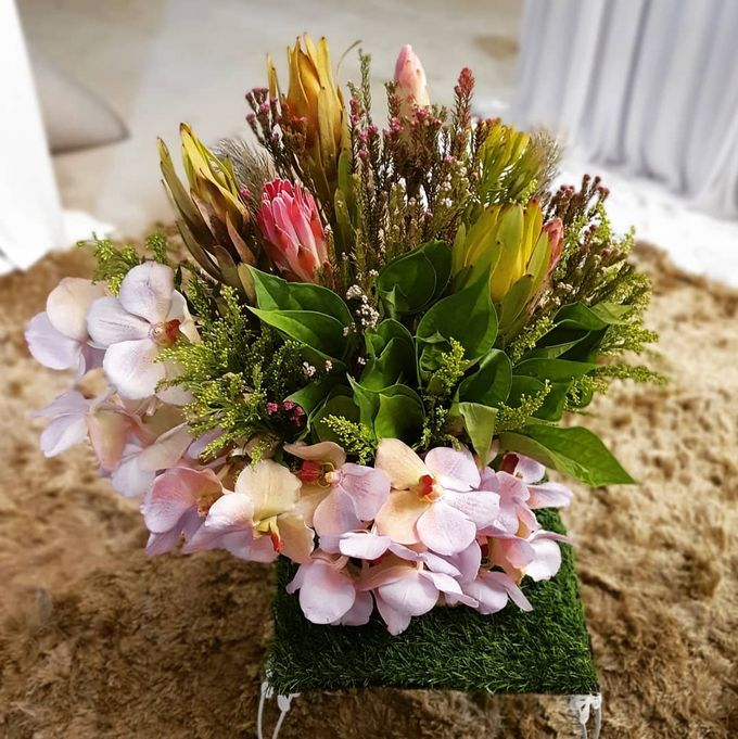 Floral Arrangements by All The small Things - 010