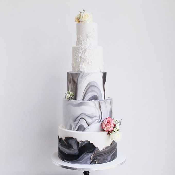 Tiered and Wedding Cakes 2019 by Nana Cake Boutique - 021