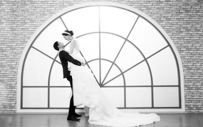 Indoor Prewedding 03 by King Foto & Bridal Image Wedding - 006
