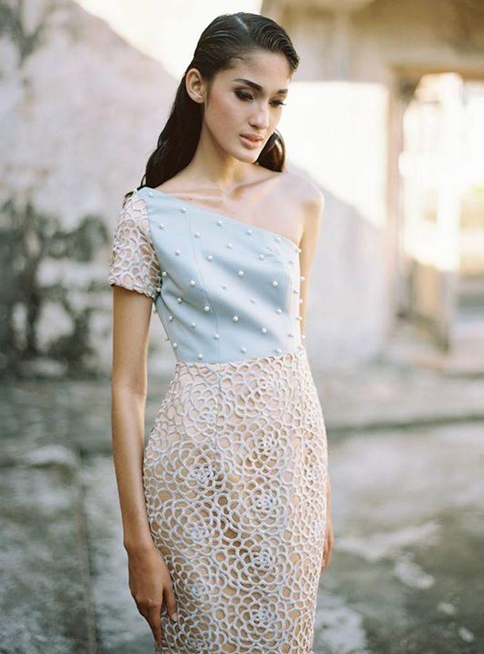 Oblivion from FLESH TO DUST Spring Summer 2015 Ready To Wear by Bramanta Wijaya Sposa - 030