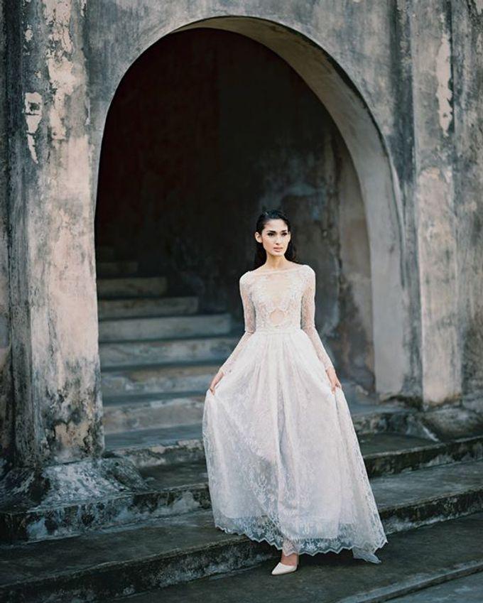 Oblivion from FLESH TO DUST Spring Summer 2015 Ready To Wear by Bramanta Wijaya Sposa - 036