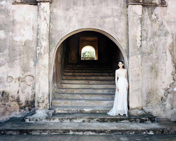 Oblivion from FLESH TO DUST Spring Summer 2015 Ready To Wear by Bramanta Wijaya Sposa - 037