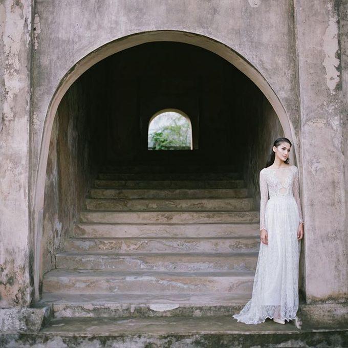 Oblivion from FLESH TO DUST Spring Summer 2015 Ready To Wear by Bramanta Wijaya Sposa - 038