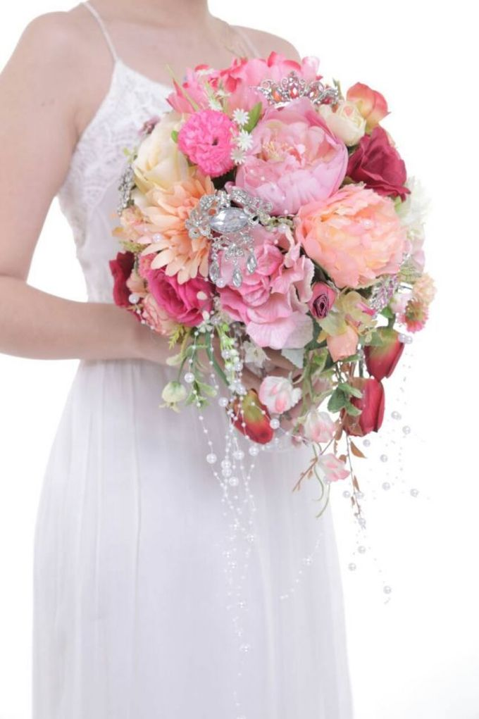 ENCHANTED WEDDING BOUQUET by LUX floral design - 002