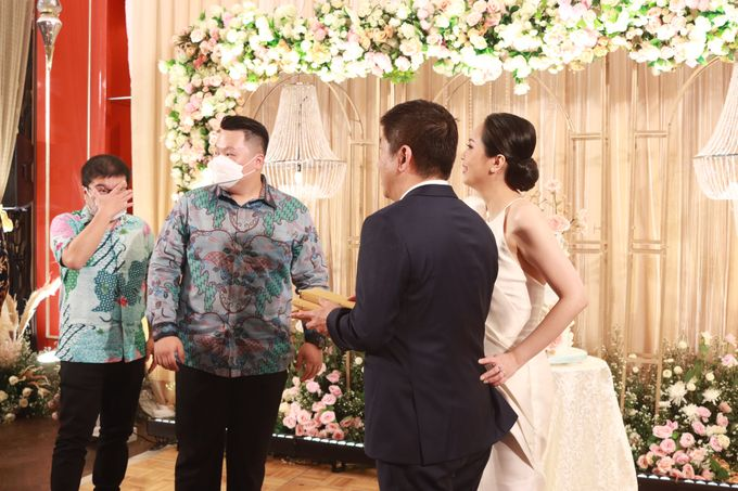 Fine Dinning Intimate entertainment wedding at Alto Restaurant Four Seasons Jakarta - Double V Entertainment by Hian Tjen - 029