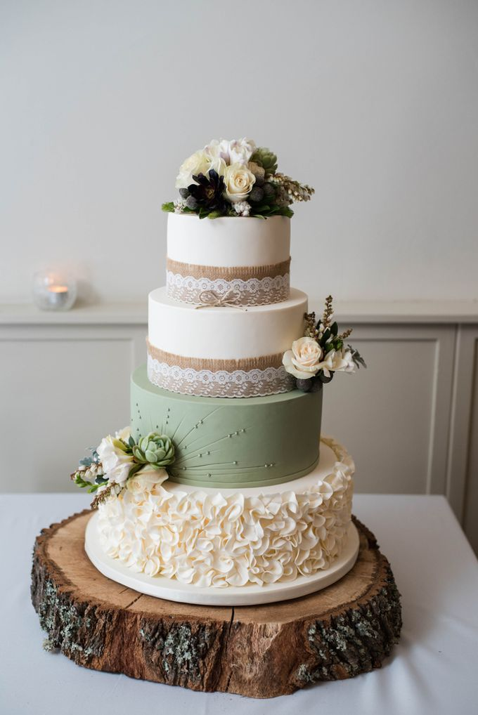 Wedding cakes and cupcakes by CUPCAKES COMPANY - 010