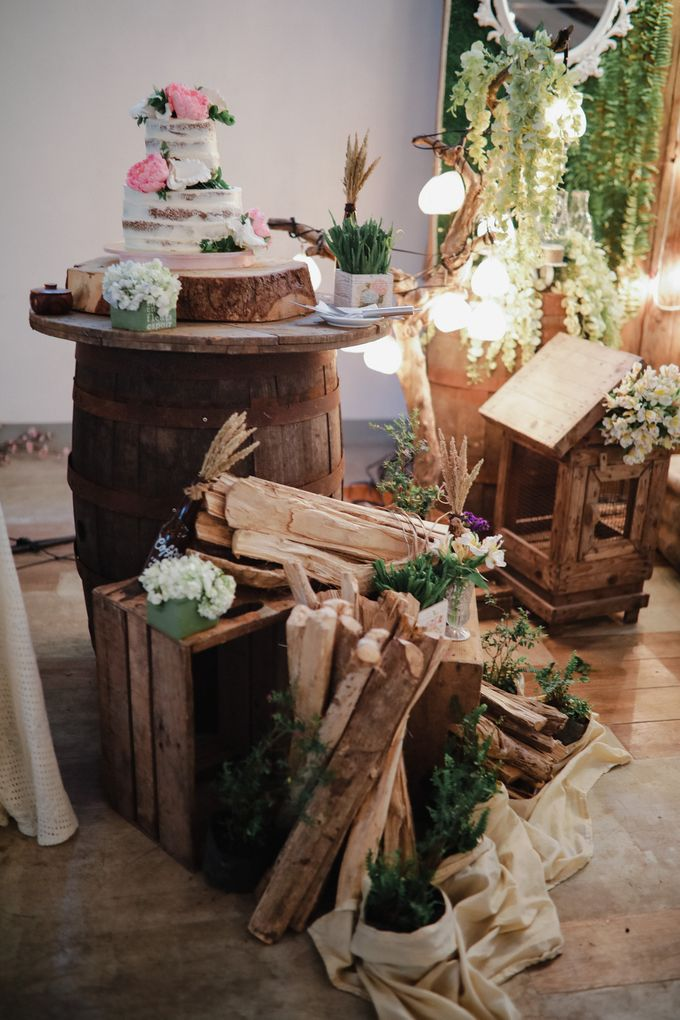 Barn Themed Wedding - Oliver and Sally by Mot Rasay Photography - 003