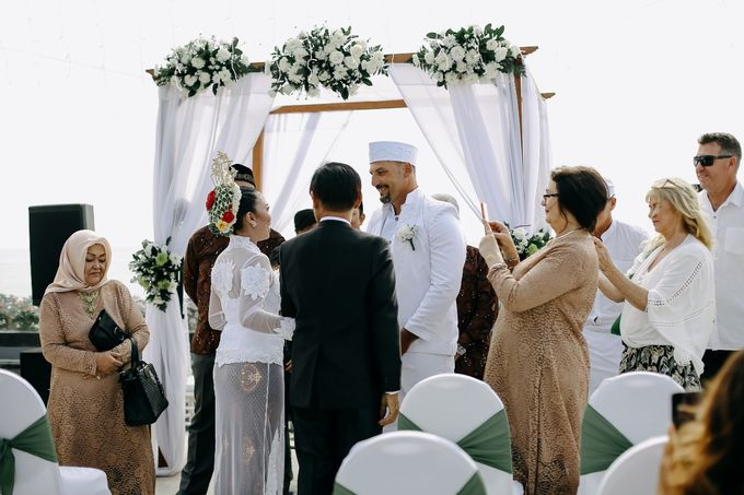 Chad and Lia Wedding by Jimbaran Bay Beach Resort and Spa - 006