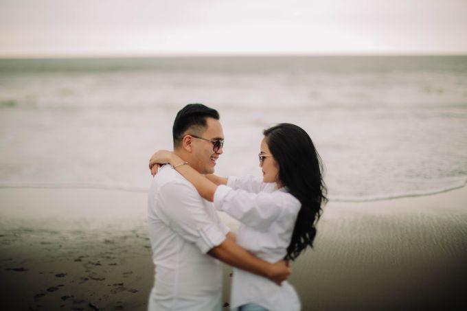PRE - WEDDING DANIEL & KARINA BY HENOKH WIRANEGARA by All Seasons Photo - 008