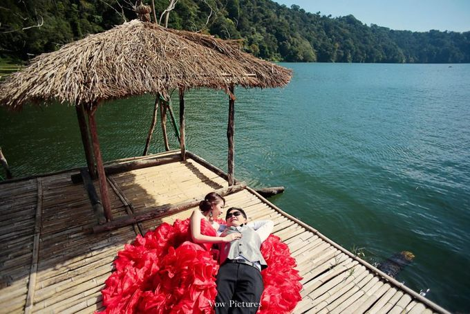 Truly Madly Deeply - Hendratama and Anastasia Prewedding by Antony by Vow Pictures - 008