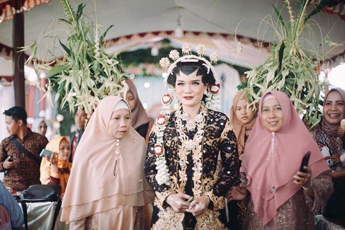 Widya + Angga - Javanese Fine-Art Wedding Session by Photolagi.id - 006