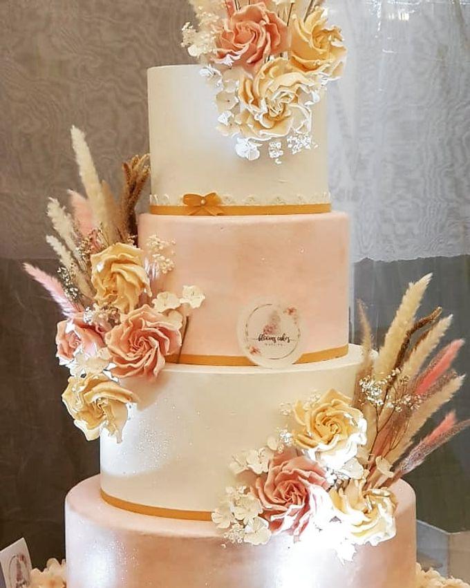 Custom Wedding Cake by Bloomscake Wedding - 001
