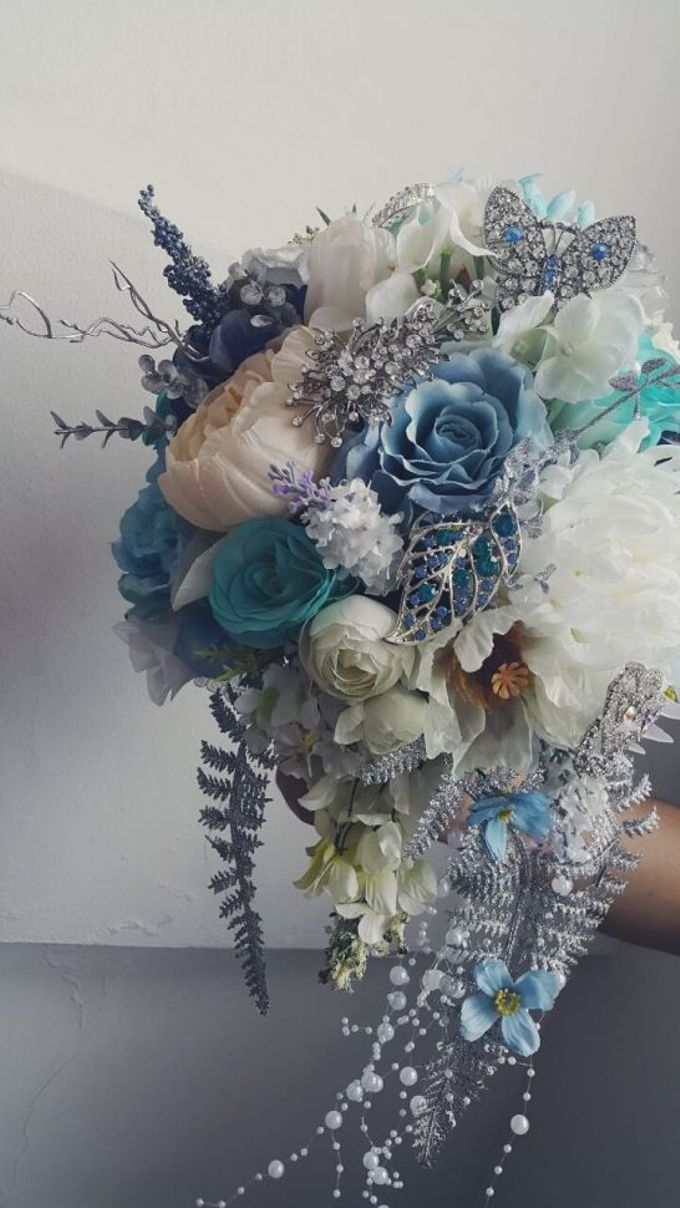 ENCHANTED WEDDING BOUQUET by LUX floral design - 012