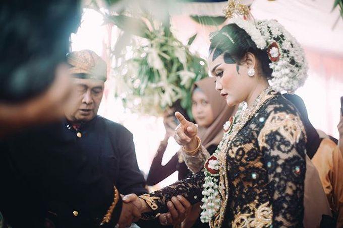 Widya + Angga - Javanese Fine-Art Wedding Session by Photolagi.id - 007