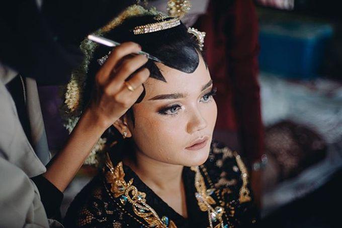Widya + Angga - Javanese Fine-Art Wedding Session by Photolagi.id - 004