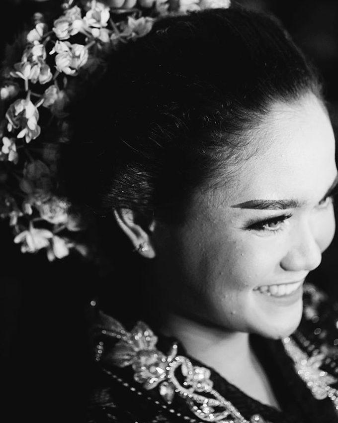 Widya + Angga - Javanese Fine-Art Wedding Session by Photolagi.id - 005