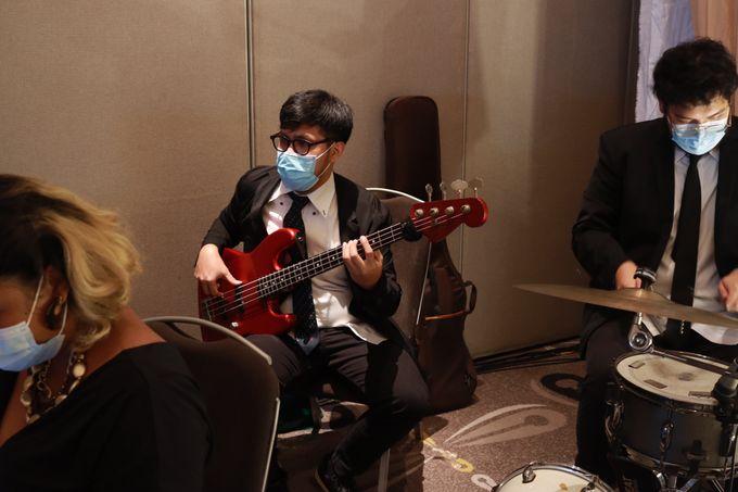Lounge Jazz wedding band at Double Tree Jakarta by Double V Entertainment by Double V Entertainment - 042