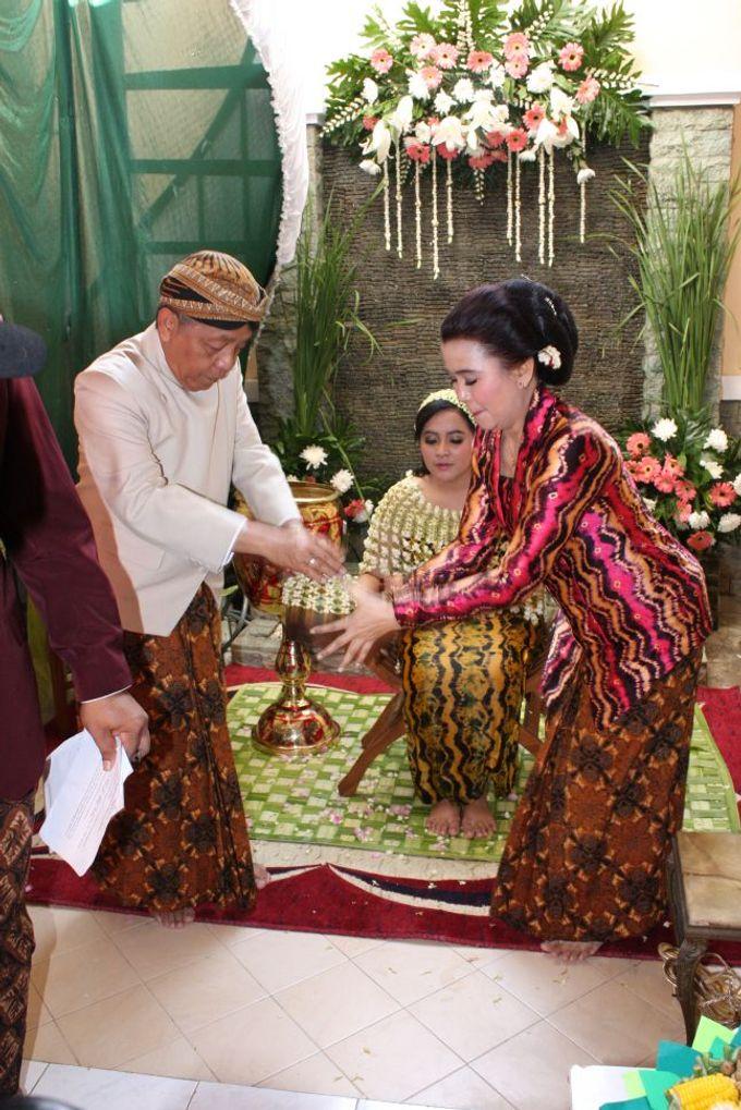 Siraman Tika (22 Agustus 2014) by Arum Ndalu Sanggar Rias Pengantin - 006