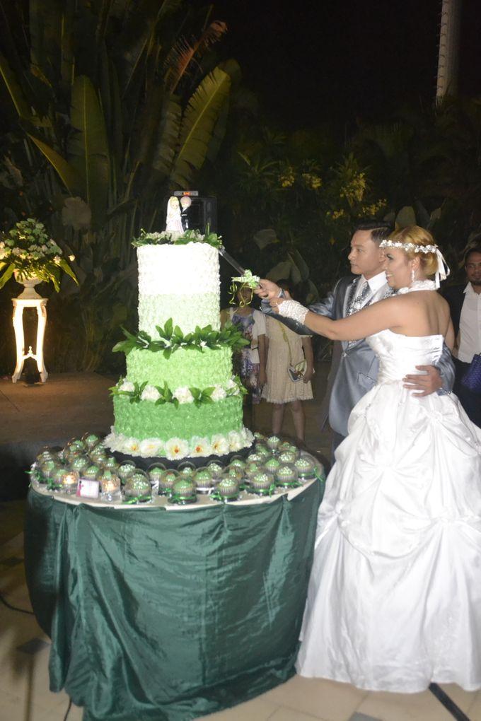 Green & White Wedding Cake & Cupcakes by Diana's Kitchen - 007
