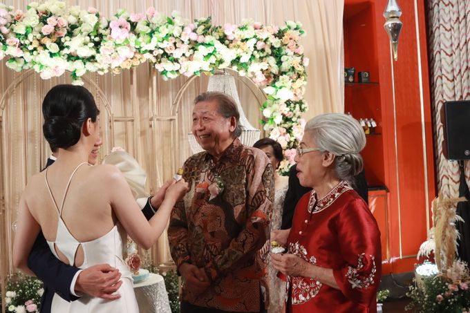 Fine Dinning Intimate entertainment wedding at Alto Restaurant Four Seasons Jakarta - Double V Entertainment by Hian Tjen - 021