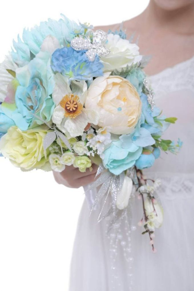 ENCHANTED WEDDING BOUQUET by LUX floral design - 035