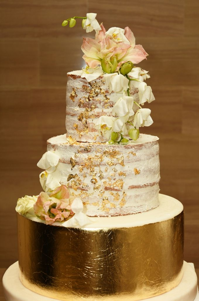 Wedding cakes and cupcakes by CUPCAKES COMPANY - 011