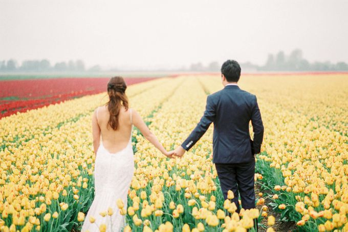 Romantic Flower Fields Pre-Wedding Shoot by Rox and San Photography - 006
