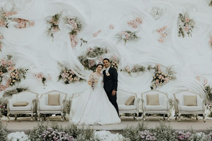 Compilation of White Themed Wedding by Skenoo Hall Emporium Pluit by IKK Wedding - 002