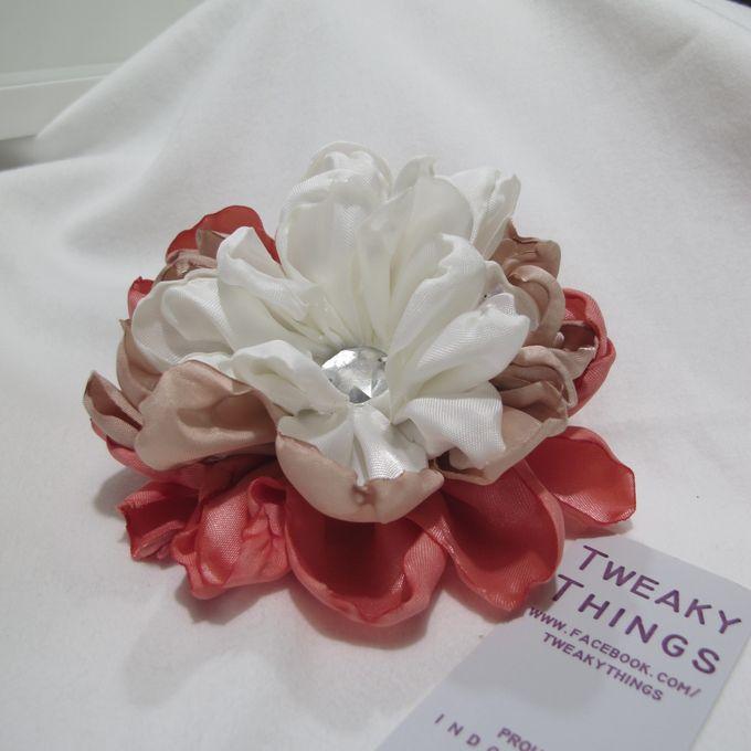 Flower brooch and hairclip by TweakyThings - 001