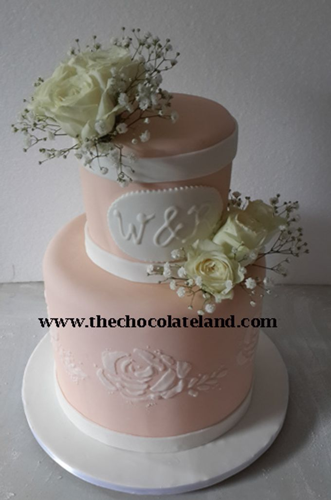 2 Tiers Wedding Cake With Salem Theme Colour By The Chocolate Land Bridestory Com