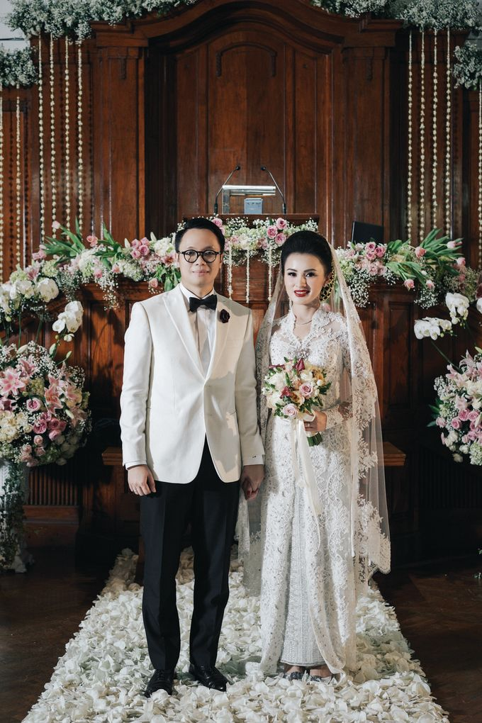 Togi & Jesicca - Holy Matrimony & Batak Ceremony by JAYSU Weddings by Jacky Suharto - 009