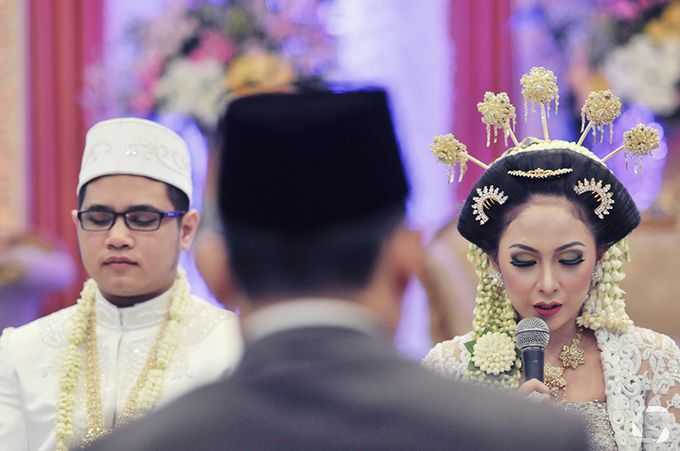 The Wedding of Sally + Rizky by The Move Up Portraiture - 020