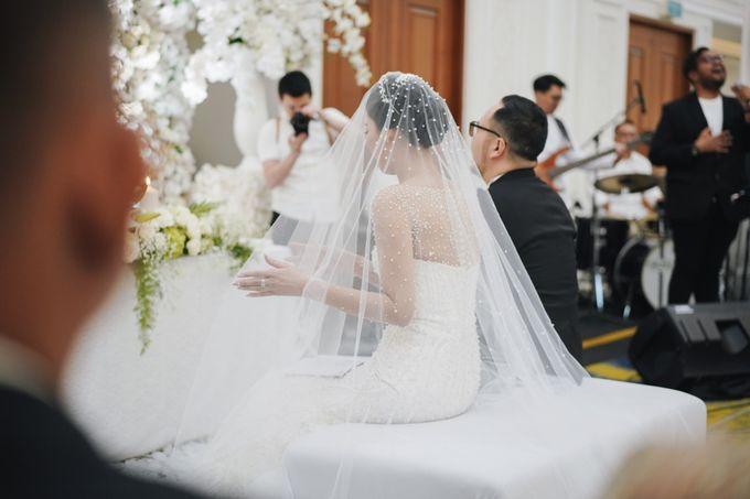 Holy Matrimony Moment at Menara Mandiri by  Menara Mandiri by IKK Wedding (ex. Plaza Bapindo) - 004