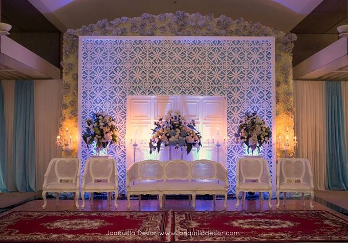 Blue and white wedding at four seasons pool terrace by jonquilla add to board blue and white wedding at four seasons pool terrace by jonquilla decor 002 junglespirit Gallery