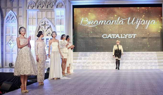 Catalyst from FLESH TO DUST Bridal Spring Summer 2015 - Runway Photo by Bramanta Wijaya Sposa - 025