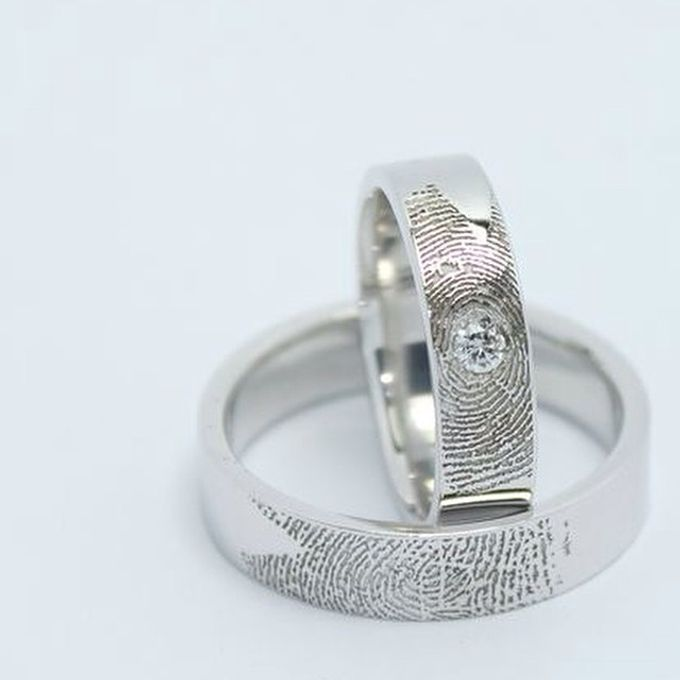 wedding ring engrave & finger print d'sign by V&Co Jewellery - 019