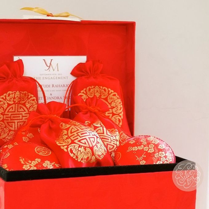 Engagement hampers by Silver Box - 004