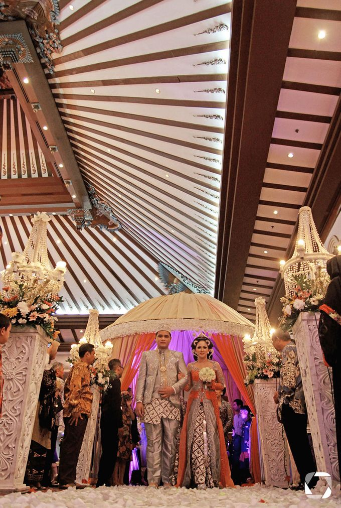 The Wedding of Sally + Rizky by The Move Up Portraiture - 049