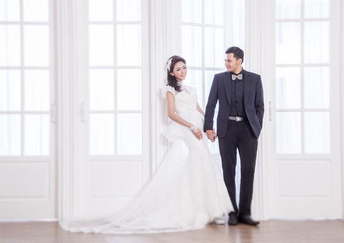 Indoor Prewedding 03 by King Foto & Bridal Image Wedding - 008